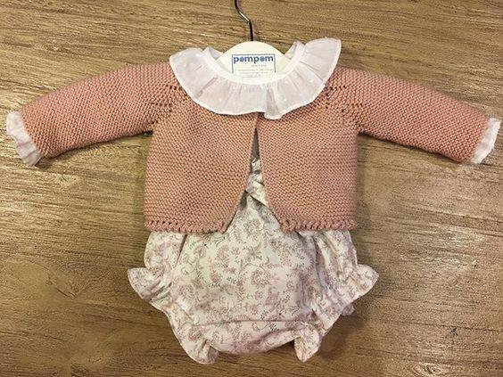 Que tendrá el rosa empolvado que tanto nos gusta?  Camisa, ranita y chaqueta. #hechoamano #eligelatalla #eligelatela #eligeelcolor #pompomtelohace