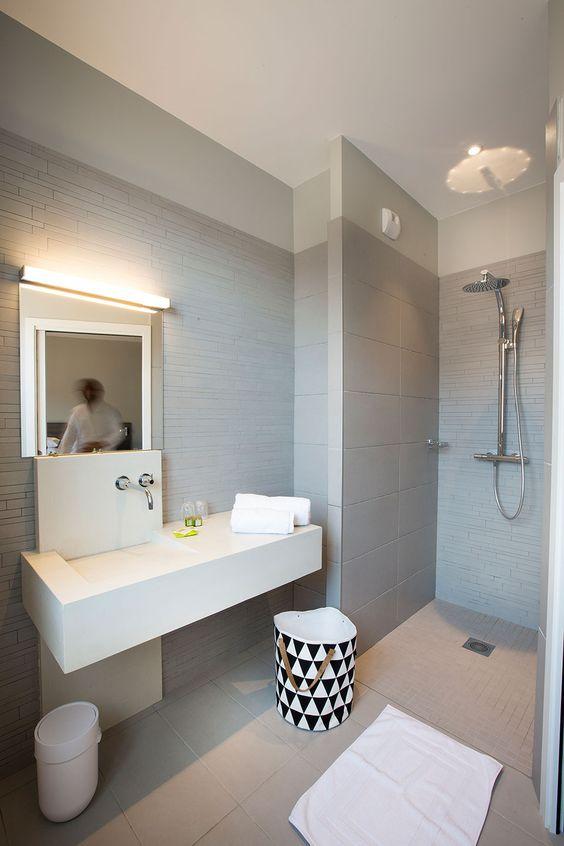 Salle de bain contemporaine avec vasque en b ton cir sur mesure d sign e par fanny gres for Vasque en beton cire