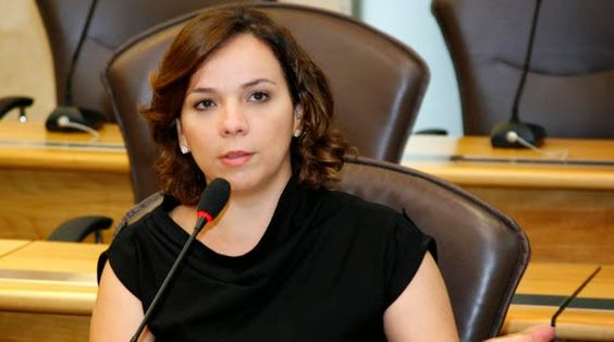 RN POLITICA EM DIA: LARISSA DENUNCIA QUE POR FALTA DE TRANSPORTE, ALUN...
