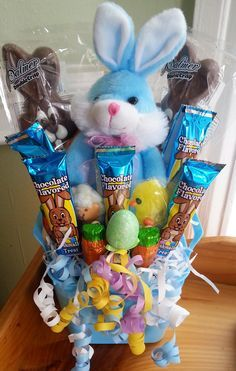We are shown how to make a delectable piece of art given by the author of Delectable Art. Its an Easter candy bouquet. Its a great gift to give during the Easter Holiday and you can also make a nice little profit by selling them. http://sweetshotmemory.blogspot.com