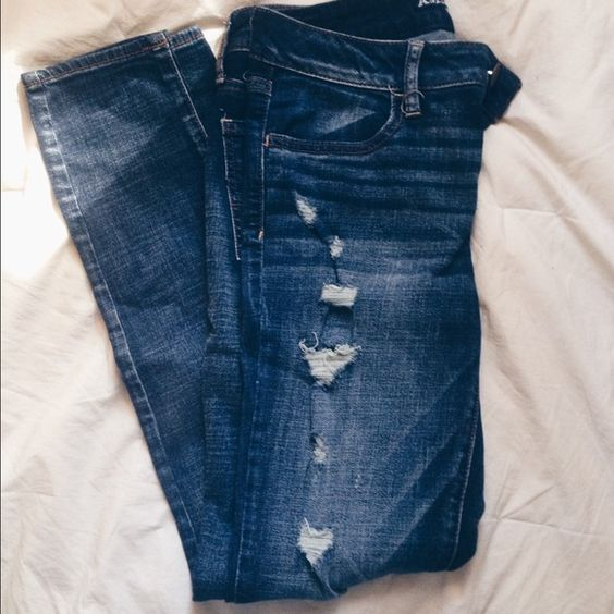 American Eagle Distressed Jeggings Like new jeggings from American Eagle. Only worn out once.. Not really my style anymore but would definitely look cute with ankle boots and a pretty top! Size 8, super stretchy and comfortable! Looking to SELL ONLY. No trades! Comment with any questions! American Eagle Outfitters Jeans Skinny