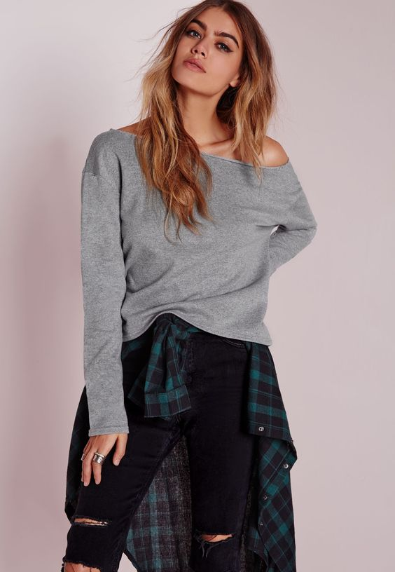 In a cool grey hue this raw edge sweatshirt is the perfect transitional piece. Featuring long sleeves and a round neck team with ripped denim jeans or shorts and sandals for day time casual styling.