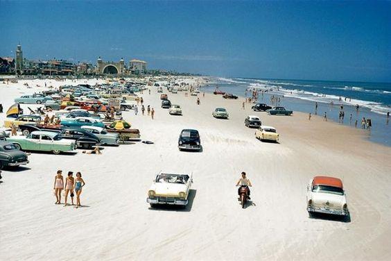 Aiting for sun? Daytona Beach, Floride, 1957