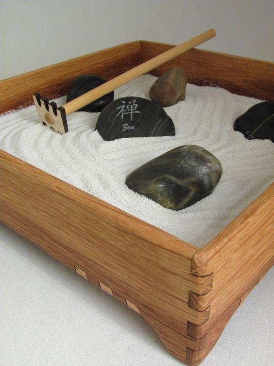 mini zen garden karesansui with white sand includes rocks rake and zen power stone. Black Bedroom Furniture Sets. Home Design Ideas