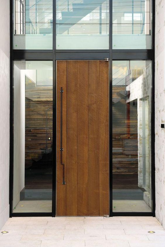 玄関扉(自然素材の家 駒沢モデル)- 玄関事例|SUVACO(スバコ):