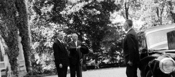 14 septembre 1958 Première rencontre de Gaulle-Adenauer à Colombey #politique https://t.co/jvwF4TC4Hg https://t.co/NOkW6iuDRb