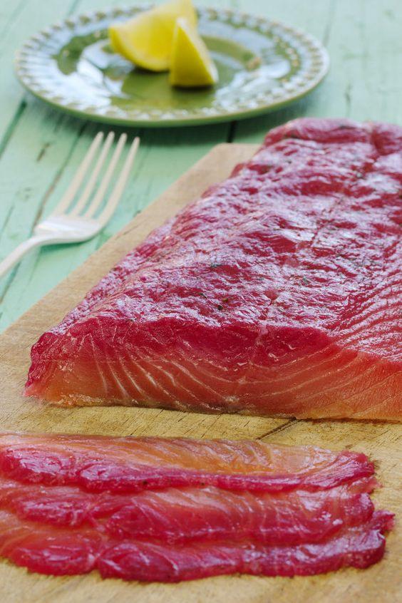 Cinco Quartos de Laranja: Gravlax (salmão curado) com beterraba