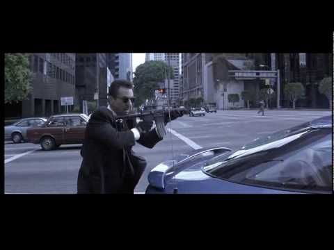 Bank robbery scene in #Heat by Michael Mann. The score, the editing & of course the cinematography are pitch perfect http://www.youtube.com/watch?v=ZL9fnVtz_lc