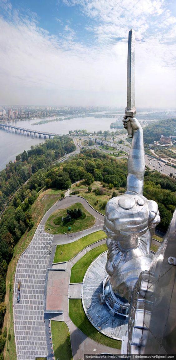 Fotografia tirada no Monumento à Terra Pátria, Kiev, Ucrânia
