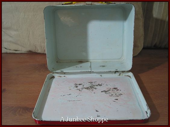 PEANUTS 1973 Lunch Box Charlie Brown Snoopy Lucy Linus Patti No Thermos Used Junk 946  http://ajunkeeshoppe.blogspot.com/