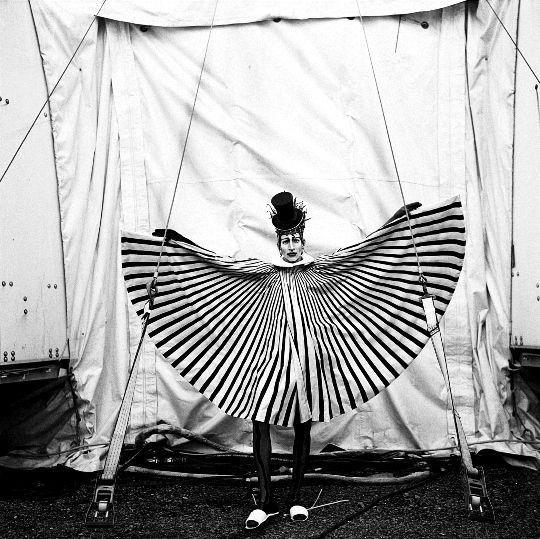 Tim Georgeson Photographs: Cirque Du Soleil | Mutantspace