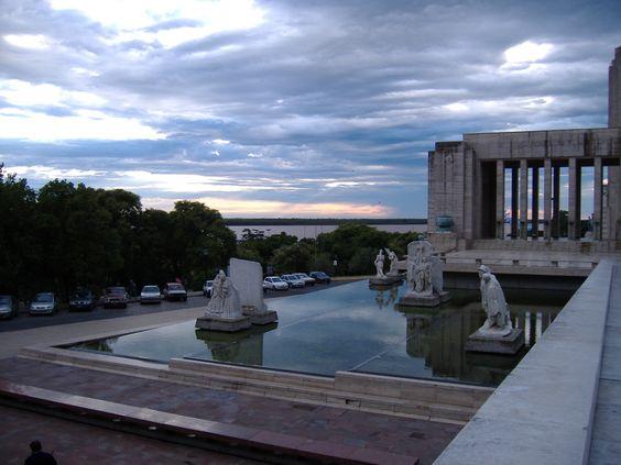 Monumento Histórico Nacional a La Bandera - Rosario - Estatuas de Lola Mora