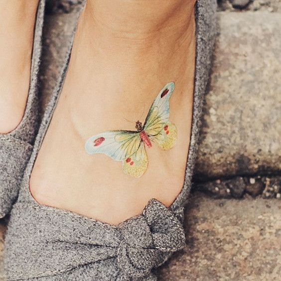I want a tattoo on my foot, this is so delicate!