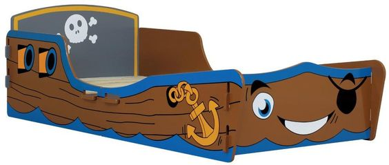 MiPetiteLife.es - Cama Infantil Pirata Kidsaw.  Nuestra cama infantil Pirata tiene la apariencia de un barco pirata y, sin duda, sus hijos se imaginaran surcando los mares.  A su pequeño capitán le encantara la cara amable y sonriente del frontal.  Diseñada de forma que no es necesario ningún pegamento, tornillo o fijaciones mecánicas. Simplemente se ensambla con ranuras como un rompecabezas.  Dimensiones: H53 x W78 x D147 cms. Medidas colchón (no incluido): W70 x D140 cms…