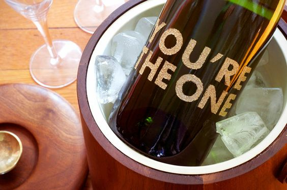 Awesome: #DIY glittery wine label for Valentine's Day!