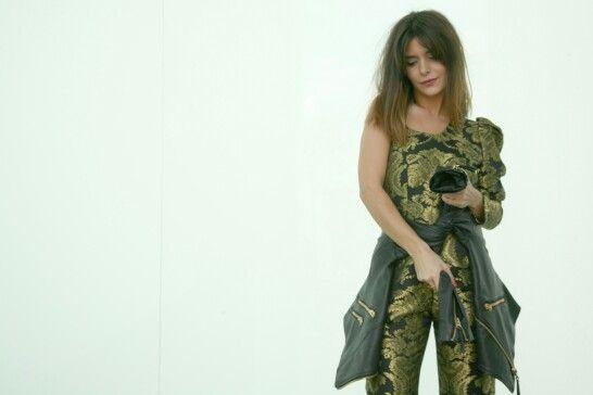 Marta del blog 'pick up your heels' con un jumpsuit de Patricia Tascón y cazadora de cuero de Zara.