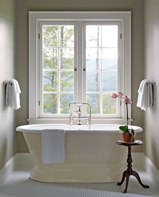 A Pedestal Bathtub Offers Scenic Views Of The New Hampshire Forests And Mount Washington In This