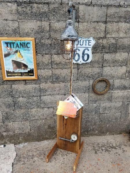 Articulo L1013. Lámpara de pie en pinotea, cedro y hierro.Farol ...
