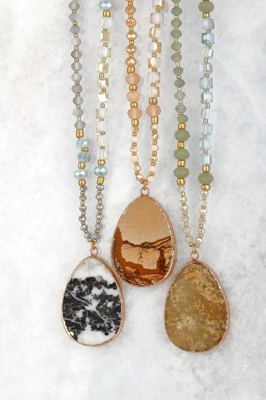 Necklace with pendant natural stone