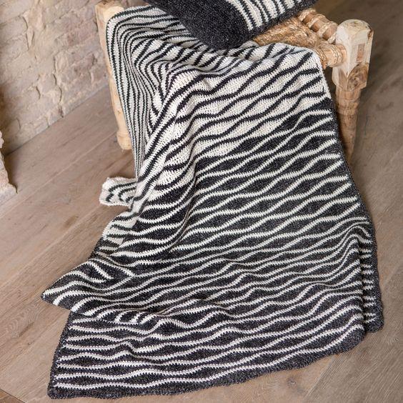zwart wit deken met patroon voor op de bank