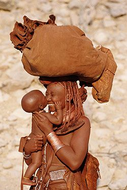 Mãe e filha por Frans Lemmens, Namibia