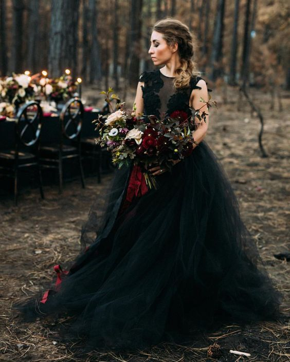 25 Show Stopping Burgundy And Black Wedding Ideas Halloween