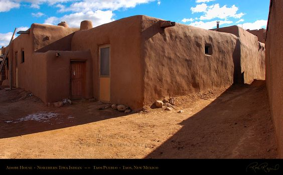 Indian adobe house pictures taos pueblo adobe houses and for Kiva house