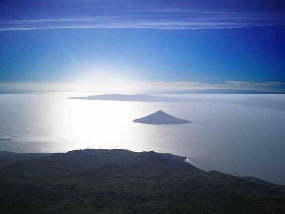 El Momotombito,en el Lago Xolotlan,Managua, visto desde el Volcán Momotombo...