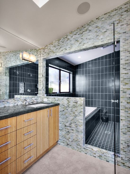 jacuzzi tub shower combo design modern bathroom ideas combination between jacuzzi tub and. Black Bedroom Furniture Sets. Home Design Ideas