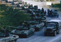 Russian-tanks-soldiers-3-485Mit diesen Bildern wollte der US-Senator Jim Inhofe seinen Vorstoß für Waffenlieferungen an die Ukraine untermauern. Doch die Fotos, die die Präsenz russischer Truppen im Donezbecken belegen sollten, haben sich als pure Fälschung entpuppt.