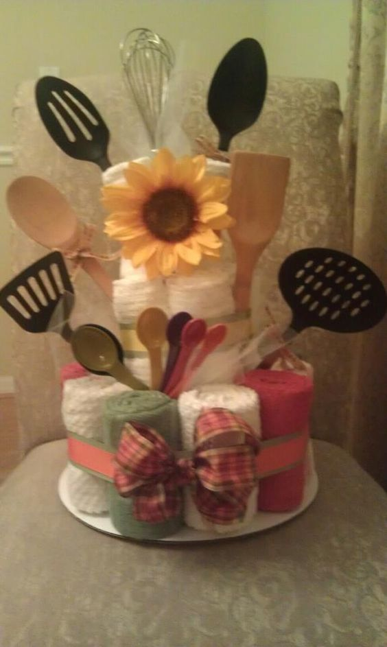 Bridal shower or housewarming towel cake engagement for Housewarming shower ideas