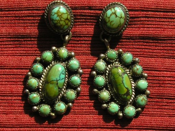Gorgeous Southwest sterling silver turquoise cluster dangle earrings in good condition. Theyre marked Sterling and measure 1 7/8 inches in