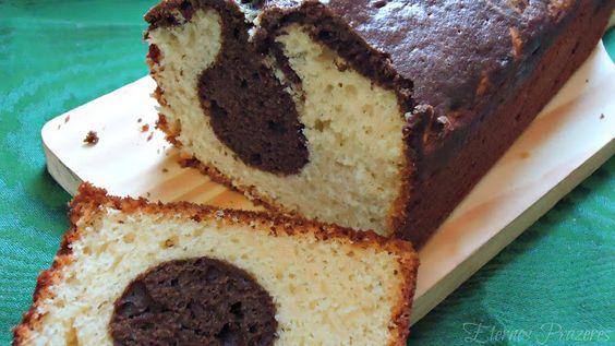 Bolo Mármore de Baunilha e Chocolate -Serve 06 porções  Ingredientes: # 125 g de chocolate meio amargo, derretido em banho maria e resfria...