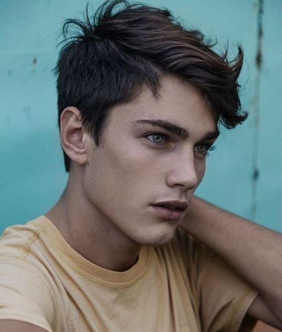 Pin Von Asia Rochowczyk Auf Ludzie 3 In 2020 Teenager Haarschnitt Jungs Haarschnitte Jungs Frisuren