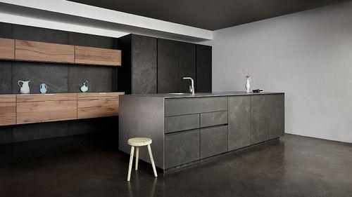 Moderne Küche   aus Eiche   aus Beton   Holzfurnier VINTAGE - küchenfronten lackieren lassen