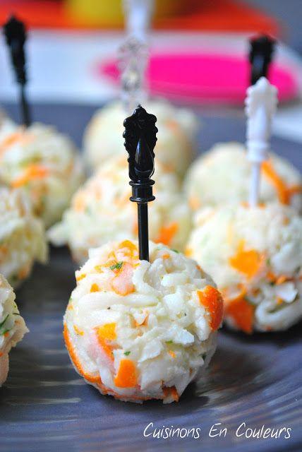 boulettes apéritives au surimi - 100g de miettes de surimi saveur crabe, 5 portions de kiri, 1 cs de jus de citron, 3 brins de ciboulette - Ecrasez le kiri, ajoutez tous les ingrédients, mélanger pour obtenir une pâte. Mettre une heure au frigo puis façonnez les boulettes.: