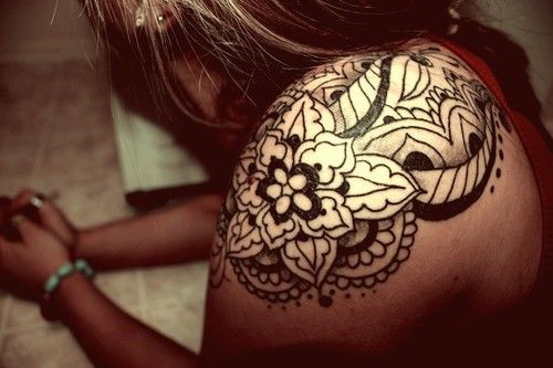 paisley tattoo---- this is pretty close to what I'm lookin to get. The placement is perfect. Just needs sum color lol