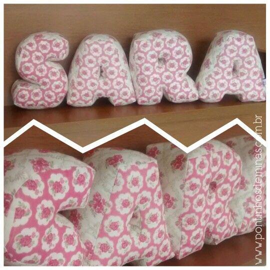 Super fofas! As Almofadas de Letras 3D dão aquele toque especial na decor! Almofadas / Pillow / Decor / Pontinhos de Minas / Baby / Kids / Room / Home  www.pontingosdeminas.com.br