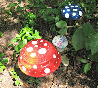 Musings from Kim K.: If you give a gnome a toadstool... Made from wooden bowls.Great idea!!!
