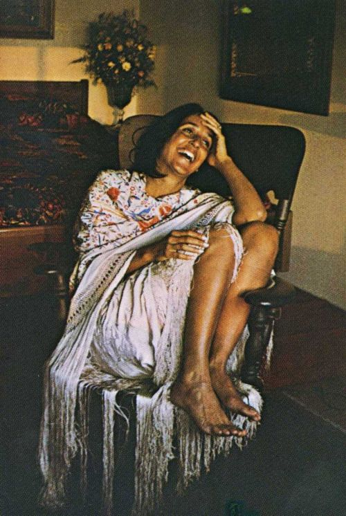 Joan Baez...i don't want to copy this, but i want this sense of freedom in my fashion!