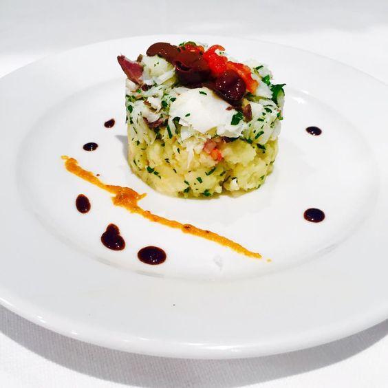 Brandacujun, olives et basilic Très agréable et très gourmand. Un peu d'Italie dans votre assiette !! #labastideodeon #restaurantparis #paris06 #cuisinedusud #brandacujun #basilic #olives