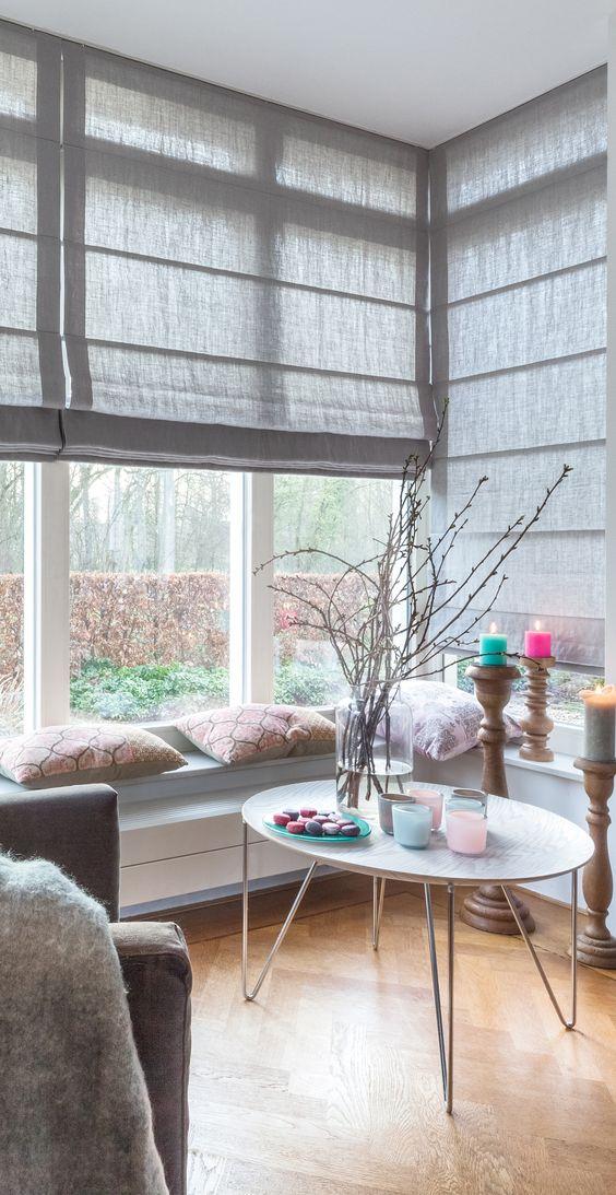 echt mooi, linnen vouwgordijnen in een erker Stof:Ameland grey