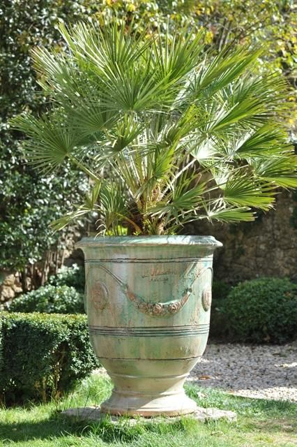 Vase d'Anduze patiné émeraude diamètre 68cm hauteur 80cm, + de modèles et de coloris sur Tek Import : www.tekimport.fr: