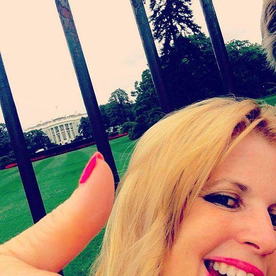 Shamelessly a #tourist at the #whitehouse. Yay #washingtondc !! #pinknailpolish #summervacation by peachberserk #WhiteHouse #USA