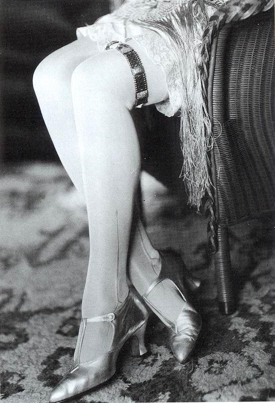 1920s fashion photo viafashionsonic.blogspot.com