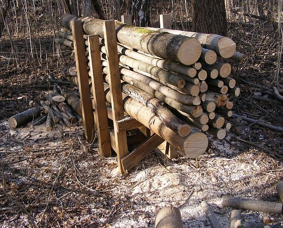 How to cut lots of logs for firewood in one go using a simple homemade cradle.