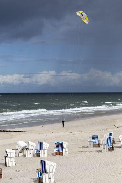 Zum Kitesurfen and Drachenfliegen sind die starken Herbstwinde ebenfalls perfekt.
