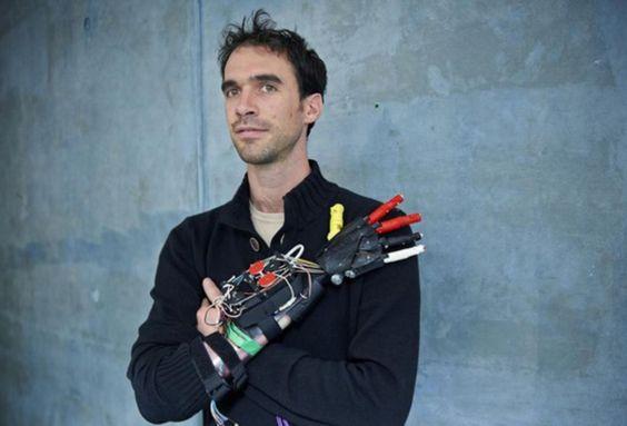 """""""MyHumanKit"""" en finale du #GoogleImpactChallenge 8 octobre /Paris Handicap : se """"réparer"""" soi-même dans un fab lab  Le projet de """"Handilab"""" de Nicolas Huchet, ce maker français qui a créé sa propre main bionique, compte parmi les finalistes du Google Impact Challenge. Son objectif : ouvrir un espace dédié au développement de solutions techniques, open source et à bas coût. http://www.wedemain.fr/Handicap-se-reparer-soi-meme-dans-un-fab-lab-bientot-possible-a-Rennes_a1282.html #handicap"""