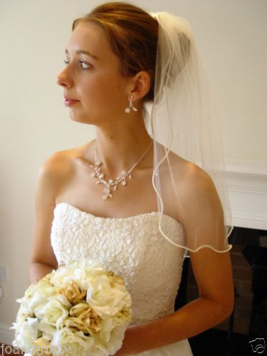 WHITE-VEIL-with-SWAROVSKI-CLEAR-CRYSTALS-20-SHORT-UK-WEDDING-PEARL-EARRING