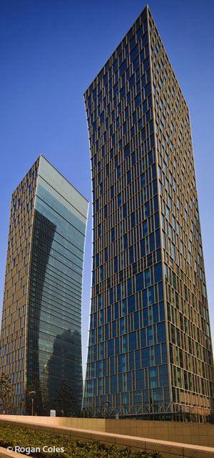 Riviera Twin Star Plaza Torres Shanghai, China por Arquitectonica. 49 plantas, 215 m de altura.